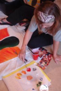 An artsy friend getting messy~ Read about our adventures at www.highlandartists.blogspot.com